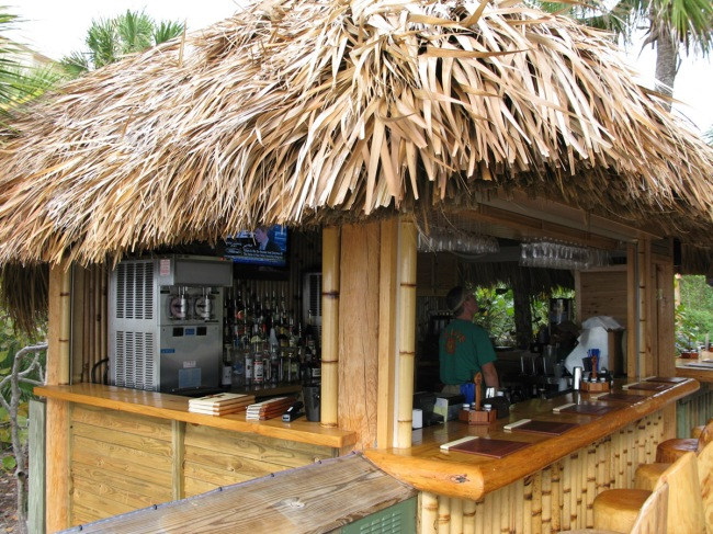 Tiki hut builder welcome to palm huts florida for Small garden huts